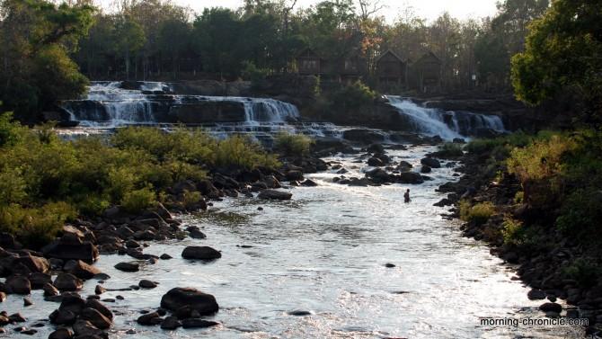 Un bain dans les cascades de Tad Lo