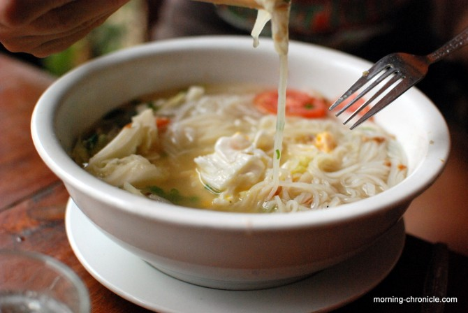 Noodle soup with vegetables and egg