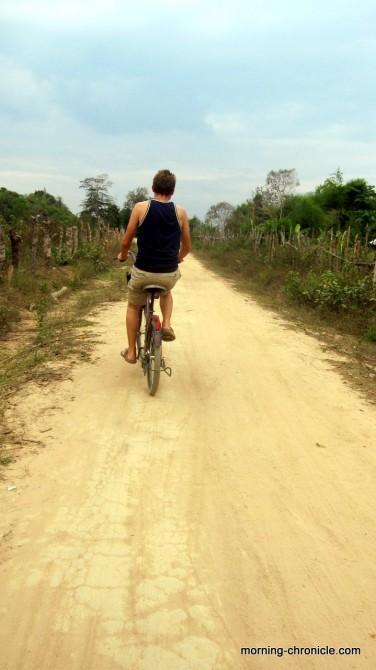 Bicyclette sur le chemin de Don Kohn à Don Det