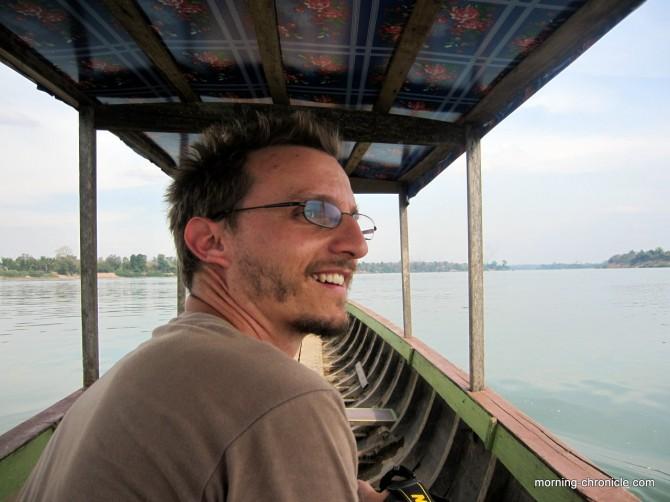 Suivre les dauphins l'irrawaddy Laos du regard....