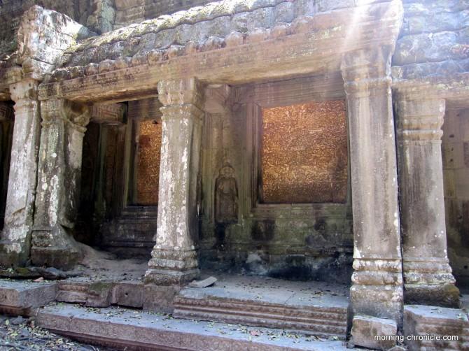Lumière sur les murs d'Angkor