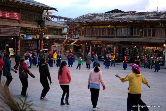 Danse collective traditionnelle et journalière