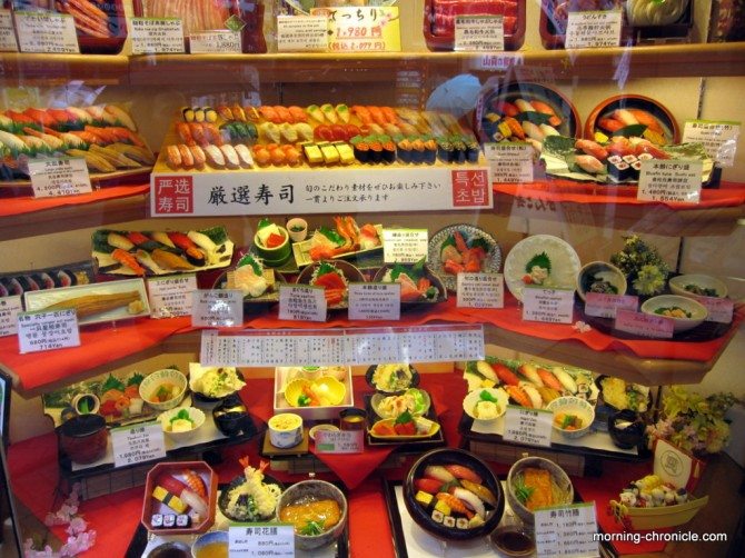 Vrais faux aliments en vitrine