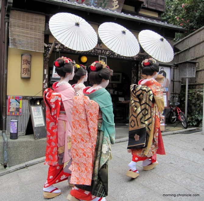 Geishas et ombrelles