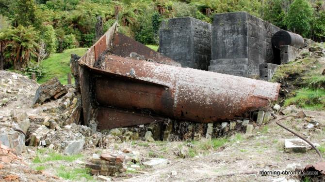 Cheminée charbon soufflée par l'explosion