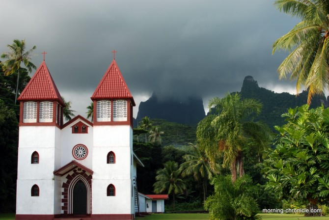 Eglise Moorea et brume