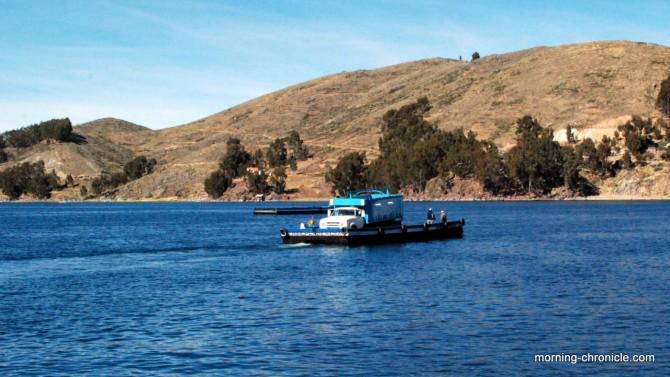 Notre bus traverse le lac