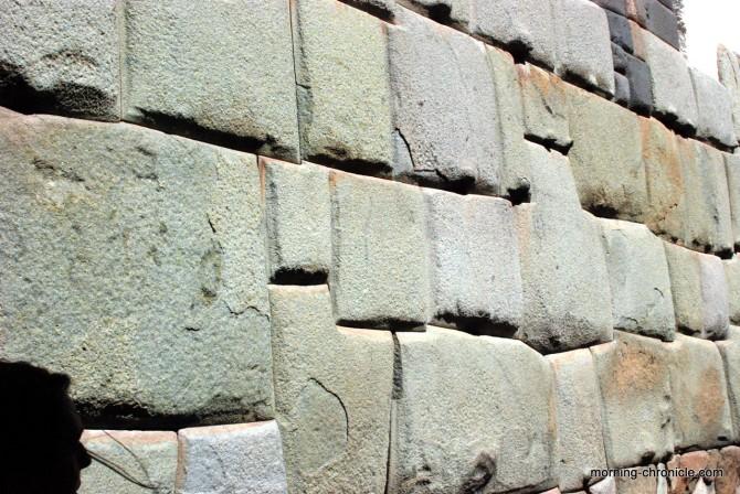 Mur inca aux 12 angles